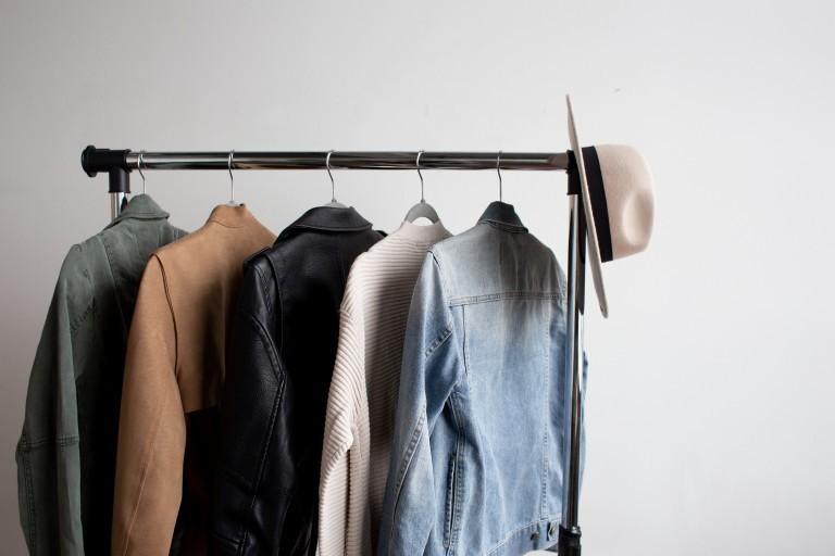 How to create a minimalist wardrobe-kleding_GB_EN