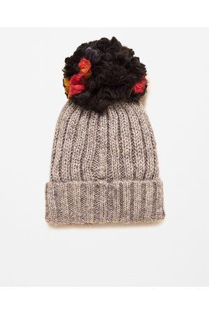 Women Hats - Zara SUPERSIZE KNIT POMPOM HAT e973d02934fb