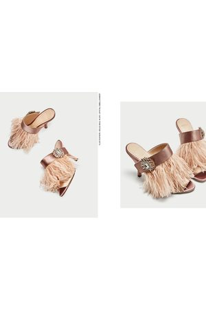 7c86381b5db Zara HIGH HEEL MULES WITH FEATHER AND BROOCH DETAIL