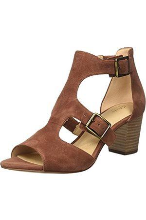 brown clarks sandals