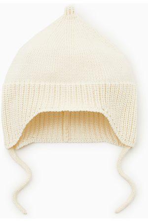 ea7409f688f Zara Knit hat with chin straps