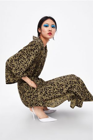 7900014402 Flowing animal print trench coat