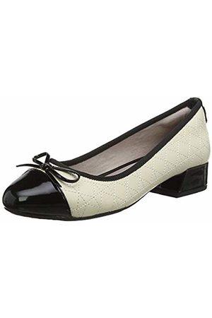 Butterfly Twists Women's Cheval Closed Toe Heels
