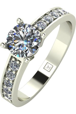 Moissanite Lady Lynsey 9Ct Gold 1Ct Total Round Brilliant Solitaire Ring With Stone Set Shoulders