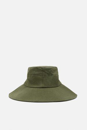 Zara Rain hat