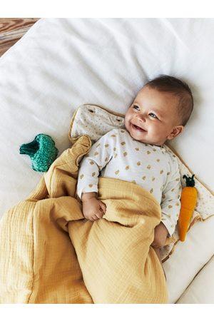 Zara Textured baby carrier