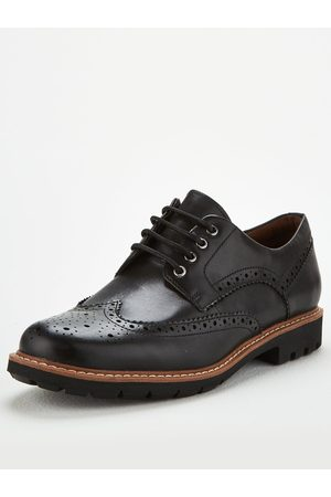 Clarks Batcombe Wing Shoe
