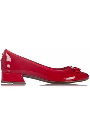 Butterfly Twists Women's Farah Closed Toe Ballet Flats, (Ruby 062)