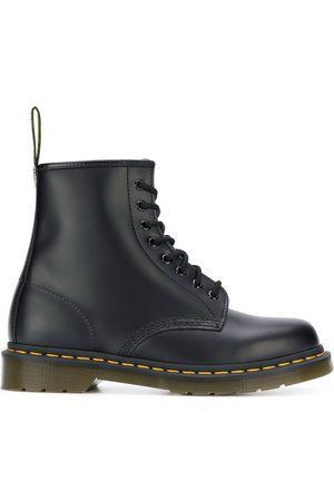 Dr. Martens Classic logo pull boots