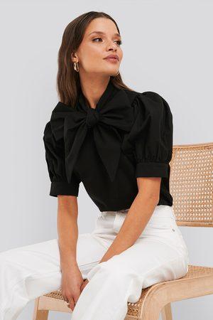 NA-KD Puff Short Sleeve Pussy Bow Shirt - Black