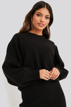 NA-KD Round Neck Cropped Knitted Sweater - Black