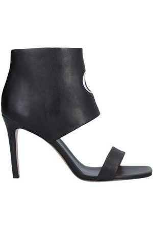 APEPAZZA FOOTWEAR - Sandals