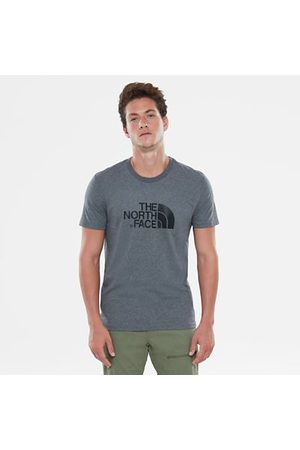 TheNorthFace A real bestseller. This 100% cotton t-shirt is great for adventures in the sun and lazy days indoors. An eye-catching print on the front and back adds a stylish touch to this wardrobe staple.