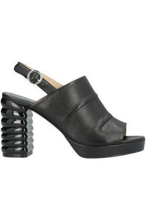 APEPAZZA SPORT FOOTWEAR - Sandals