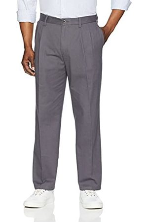 Amazon Essentials Classic-Fit Wrinkle-Resistant Pleated Chino Pant