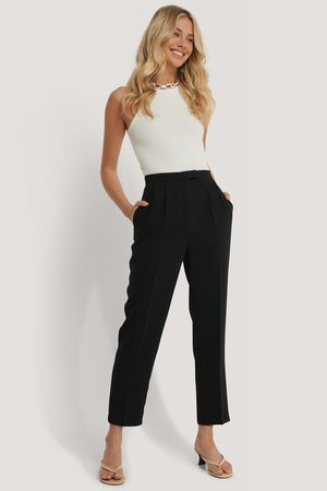 NA-KD Cropped Darted Suit Pants - Black
