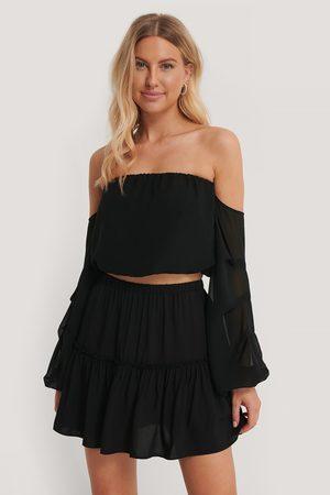 Pamela x NA-KD Reborn Frill Mini Skirt - Black
