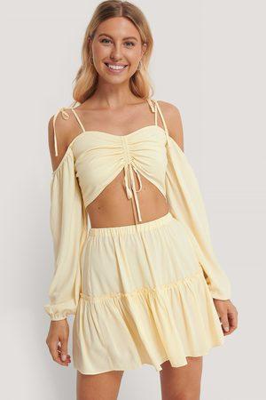 Pamela x NA-KD Reborn Frill Mini Skirt - Offwhite