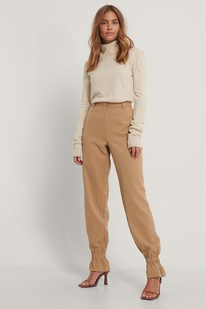 Gine Margrethe x NA-KD Suit Pants With Elastic - Brown
