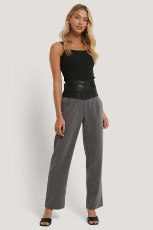 NA-KD Women Trousers - PU Detail Suit Pants - Grey
