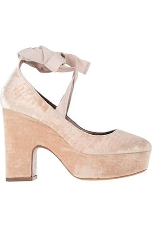 Tabitha Simmons FOOTWEAR - Courts