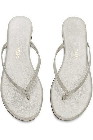 Tkees Sandal in . Size 10, 6, 7, 8, 9.