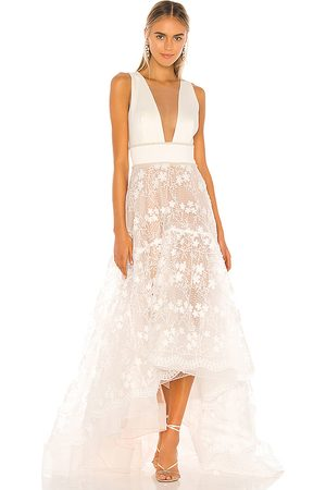 Bronx and Banco Fiona Bridal Gown in . Size S.
