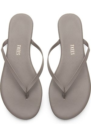 Tkees Solids Flip Flop in . Size 5, 6.