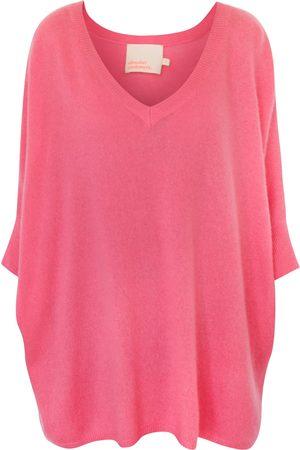 ABSOLUT CASHMERE Women T-shirts - Poncho bonbon