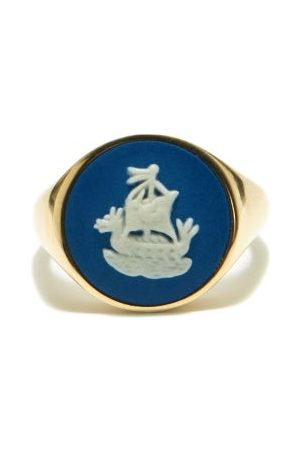 Ferian Sailboat Wedgwood Cameo & 9kt Gold Signet Ring - Womens
