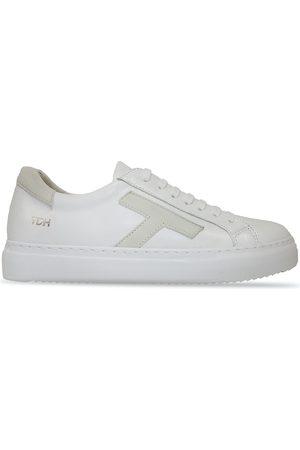 Sneaker T