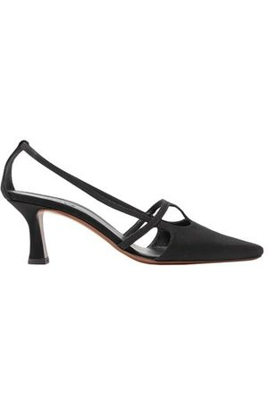 NEOUS FOOTWEAR - Courts