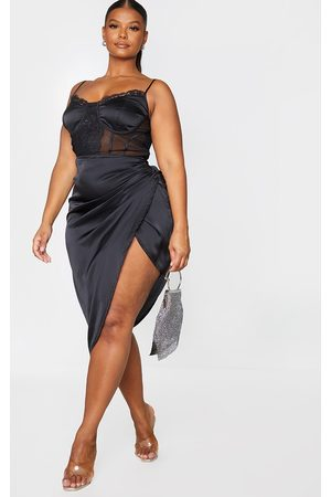 PRETTYLITTLETHING Plus Lace Insert Cup Detail Ruched Side Midi Dress