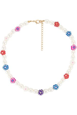 petit moments Daisy Pearl Necklace in .