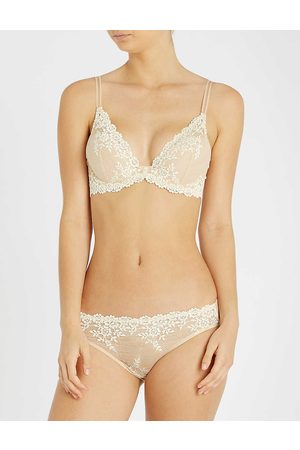 Wacoal Womens Nude Ivory (Cream) Embrace Lace Stretch-lace Plunge Underwired bra 32C
