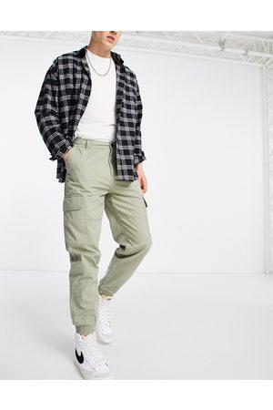 New Look Men Trousers - Cuffed cargo trousers in khaki