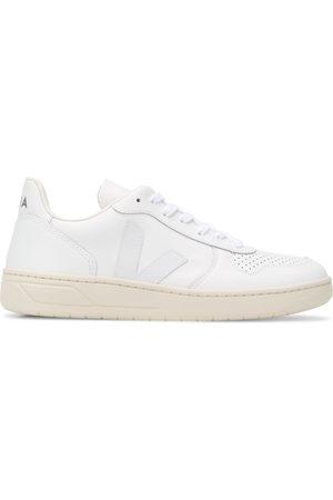 Veja Men Trainers - V-10 low top sneakers