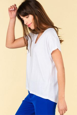 ABSOLUT CASHMERE Melissa V Neck Tee in