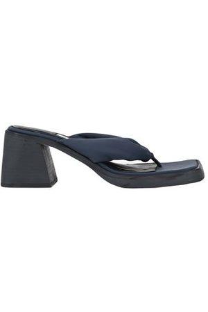 MIISTA FOOTWEAR - Toe post sandals