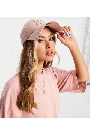 New Era Exclusive 9Forty cap in ash rose with tonal NY