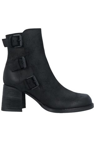 vic matiè Women Ankle Boots - FOOTWEAR - Ankle boots