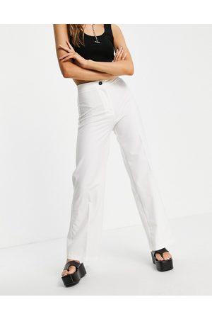 Bershka Slouchy dad wide leg tailored trousers in