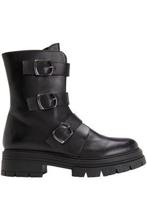 8 FOOTWEAR - Ankle boots