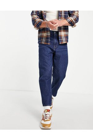 Levi's Stay loose tapered cropped fit jeans in mid wash