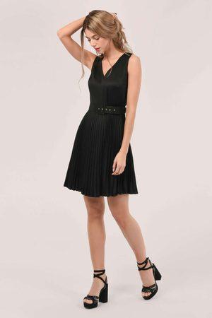 Closet Sleeveless V-Neck Pleated Dress