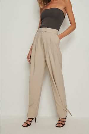 NA-KD Women Trousers - Recycled Buckle Detail Suit Pants - Beige