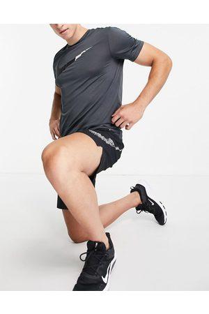 Nike Q5 Swoosh t-shirt in dark