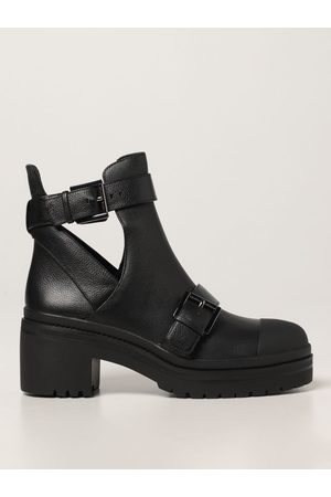 Michael Kors Corey ankle boot in grained leather